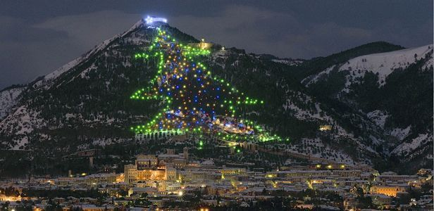 d_d_italia-christmas-gubbio-tree